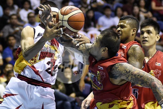 Fajardo gets plenty of support as San Miguel rolls past Rain or Shine to tie series at 2-all
