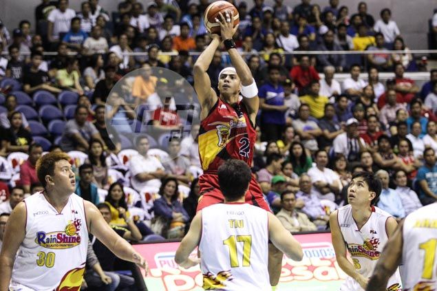 Arwind Santos says he constantly reminds Fajardo to trust his teammates more