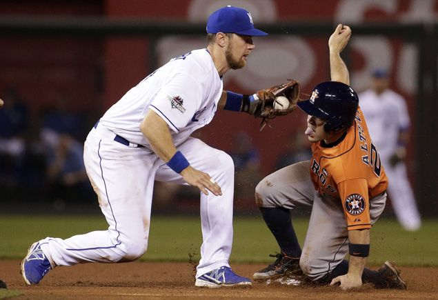 Rain delay no dampener as Collin McHugh leads Astros past Royals in opener