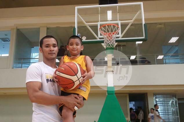 Five-year-old son of former PBA player Froilan Baguion can handle man's game. Watch VIDEO