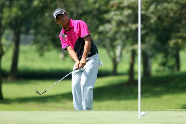 Jay Bayron withstands Lascuna's 63 to keep Summit Point lead with one round to go