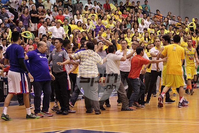 Team managers ejected as commotion mars D-League Finals. Watch VIDEO | SPIN.ph