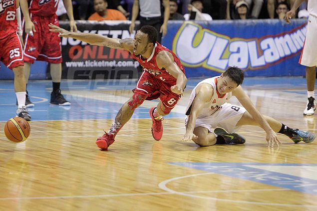 Import-less Alaska grinds out double-overtime win over Meralco as Abueva holds fort