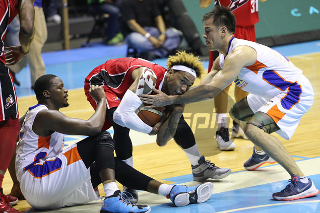 Alaska holds off NLEX to move up to ideal position entering PBA knockout round