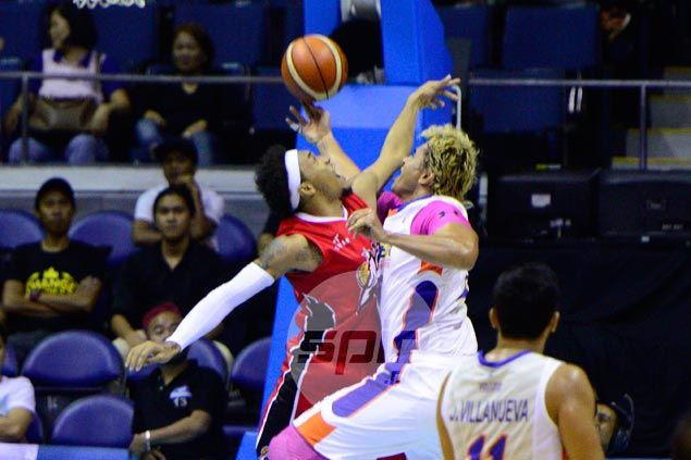 In-form Alaska holds off NLEX to book quarterfinal ticket, take solo lead in PBA