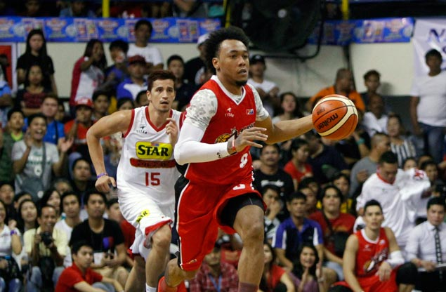 Calvin Abueva leads late surge as Alaska sends Star to brink of elimination