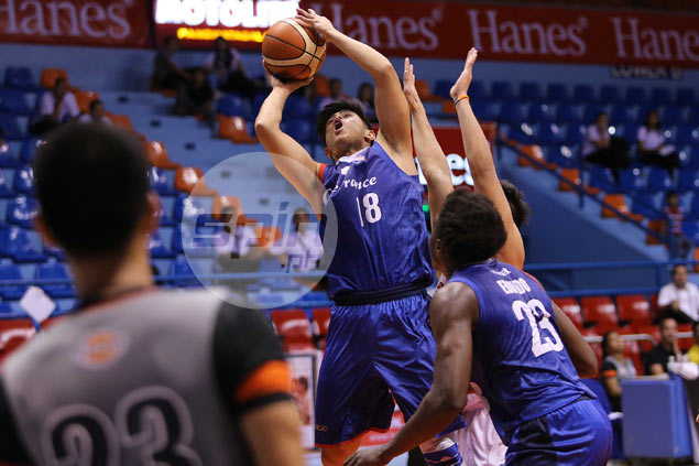 Carl Bryan Cruz puts one over former FEU teammates as CafeFrance levels D-League Finals