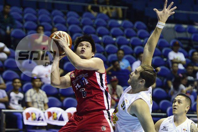 Carlo Lastimosa scores 38 points against Barako, pumps life into Blackwater's playoff hopes