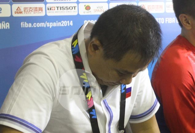 Gilas coach Chot Reyes refuses to blame Jayson Castro for late-game miscue