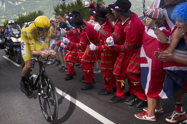 Froome adds to seemingly insurmountable Tour de France lead after winning mountain time trial