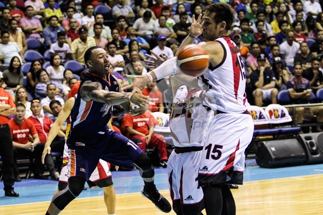 As Newsome announces PBA arrival with big dunk, Santos admits challenge was 'hilaw'