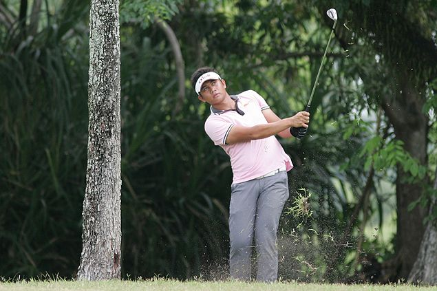 Clyde Mondilla holds sway with a one-stroke lead entering the final round of ICTSI Luisita Championship