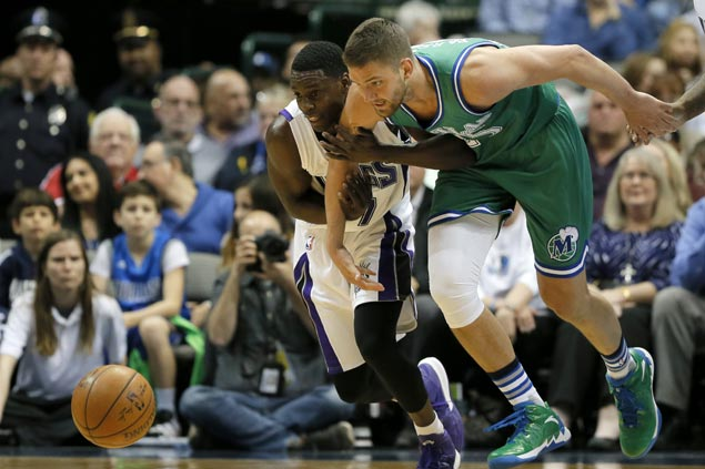 Sacramento snaps four game slide and ends long run of futility in Dallas with squeaker over Mavs