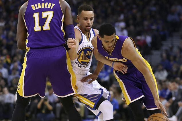 Curry, Warriors pull away in the third to breeze through Lakers in Kobe's Oakland farewell