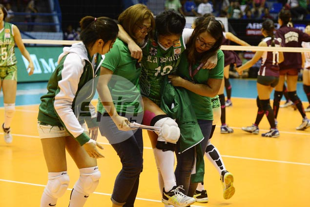 Cyd Demecillo set for MRI on right knee as injury dampens La Salle win over UP