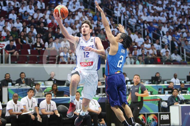 Nando De Colo makes Gilas pay for paying too much attention on Parker, Diaw