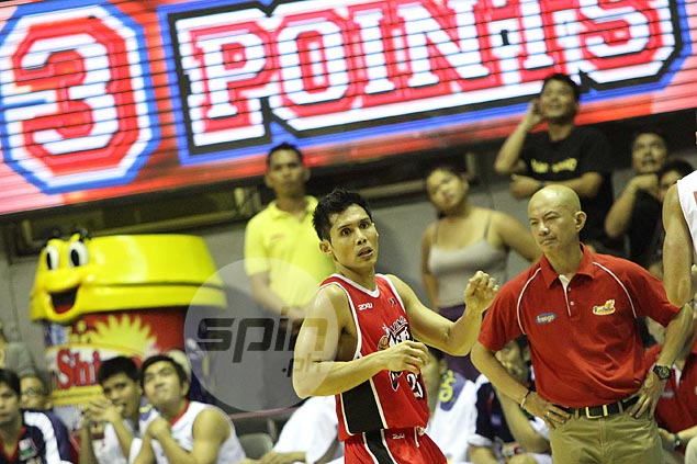 'Elbowing incident' a thing of the past as Hontiveros, Guiao meet again in playoff stage