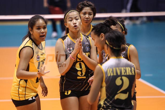 UST coach coach Kungfu Reyes not pushing panic button despite 0-2 start for Tigresses