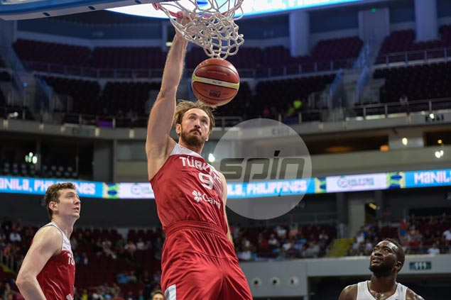 Ataman not pleased with sloppy Turkey's win despite big game from twin towers Asik, Erden