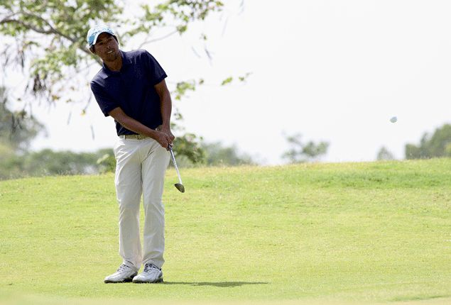 Ferdie Aunzo's 71 enough to lead at Eagle Ridge as favorites struggle in the wind