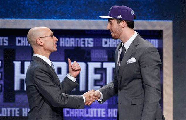 Frank Kaminsky aware of learning a lot playing under Michael Jordan