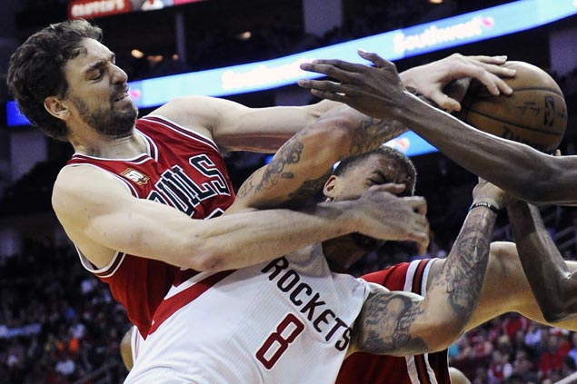 Bulls hold off late Rockets rally to inch closer to East's 8th spot