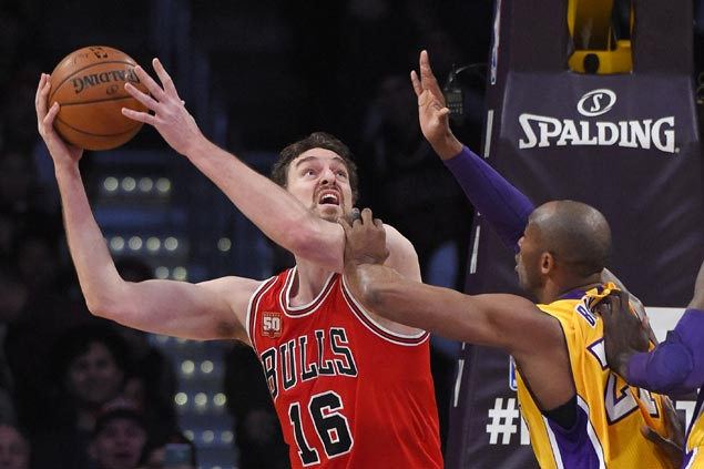 Bulls big three of Butler, Gasol, Rose deliver wire-to-wire blowout beating on slumping Lakers