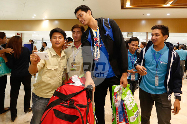 Group pic with big man Japeth Aguilar.
