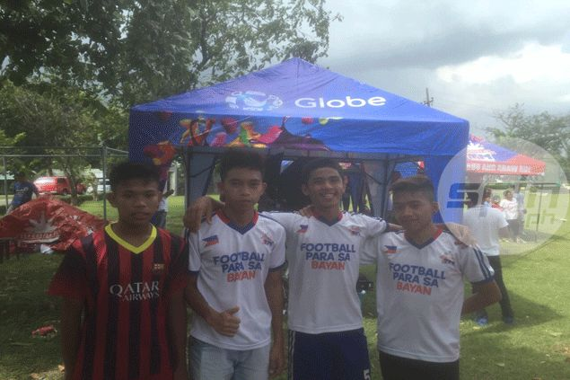Chieffy Caligdong unveils 15 deserving scholars of Globe's Football Para Sa Bayan program