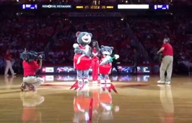 Houston Rockets mascots poke fun at Miss Universe blunder in halftime skit. WATCH