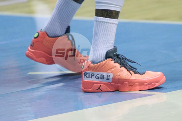 Reynel Hugnatan pays tribute to late friend Gilbert Bulawan after displaying number and initials on playing sneakers
