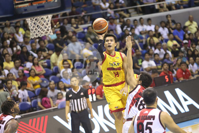 James Yap out for rest of Commissioner's Cup eliminations due to calf strain