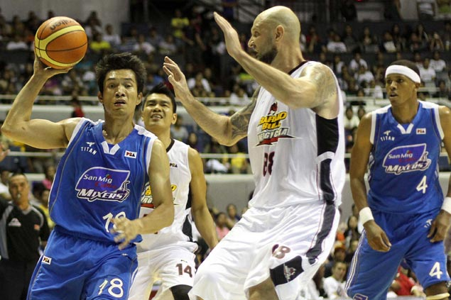 Sharp-shooter Mick Pennisi brings new dimension to Purefoods offense, says Tim Cone