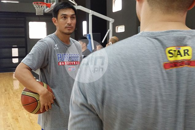 Baptism of fire as Jason Webb duels Guiao, Cone in first two games as Star coach