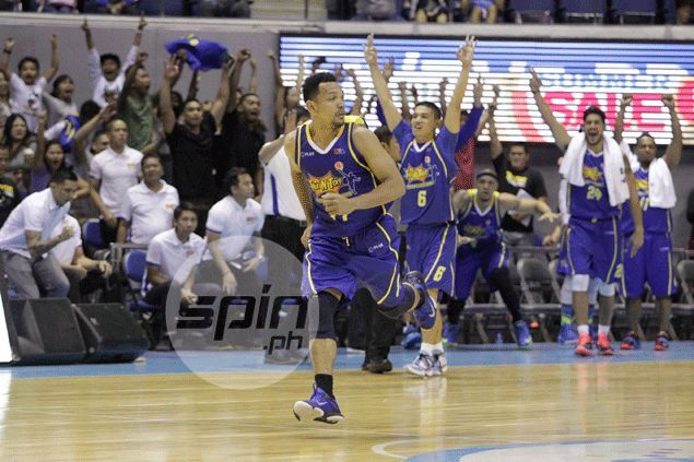 Last-second Jayson Castro game-winner rescues Talk 'N Text in the face of fiery NLEX rally