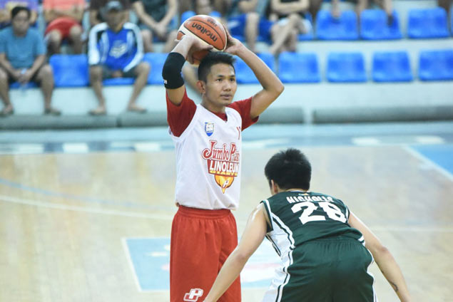 Jeff Viernes catches fire on a Monday as Jumbo Plastic seals place in Repuplica Cup semis