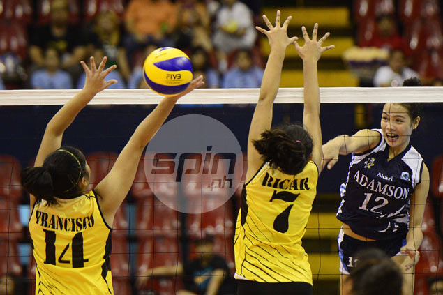 Adamson Lady Falcons get off to winning start, overcome UST Tigresses in five sets