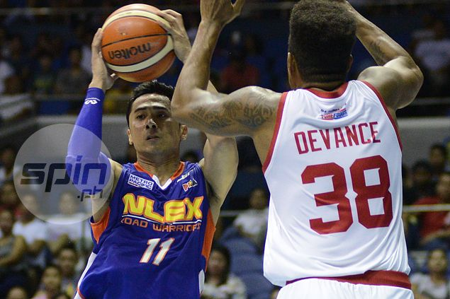 Jonas Villanueva welcomes help from fellow playmakers Kevin Alas, Simon Enciso at NLEX