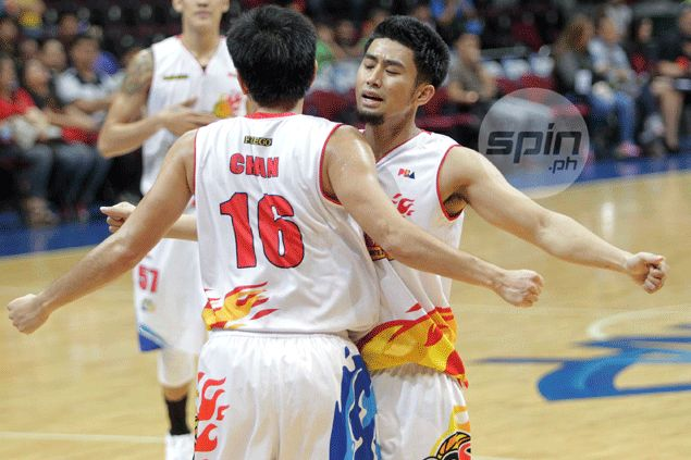 Super sub Uyloan, Jervy Cruz stand out as Rain or Shine holds off Alaska to tie series at 1-1