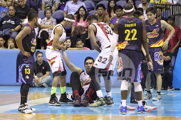 June Mar Fajardo fails to finish SMB game against RoS after hurting right knee