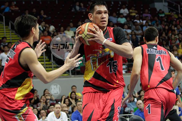 San Miguel pounces on early exit of injured Meralco import Joshua Davis to end winless spell