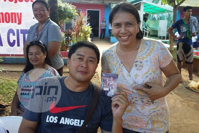 From old, graying picture to a 'selfie' for Kenneth Duremdes' longtime fan
