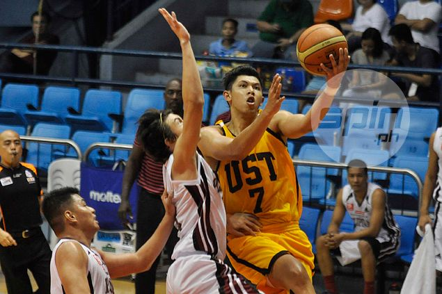 Kevin Ferrer delivers under pressure as UST Tigers pull off thrilling win over UP Maroons in preseason
