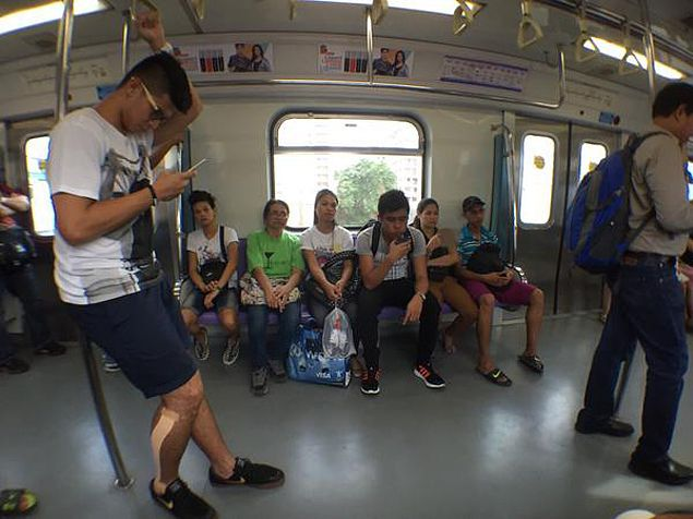 Kiefer Ravena beats Friday traffic by riding LRT train on way to Ateneo tune-up game in San Beda