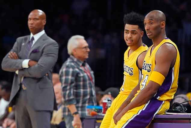Kobe Bryant to fans unhappy over Lakers' 0-4 start: 'Freak out, it's good for the soul'