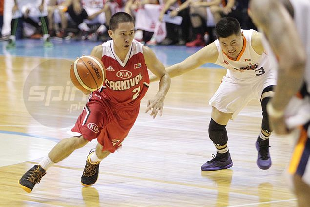Bad break as LA Revilla suffers broken nose after accidental Ballesteros elbow