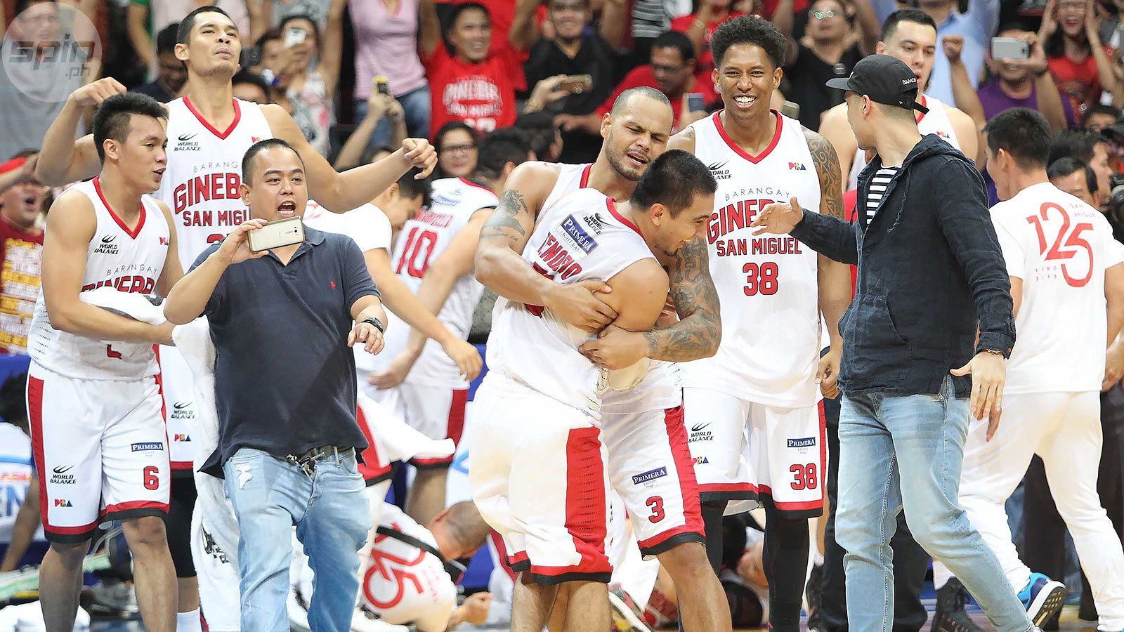LA Tenorio, Terrence Romeo, Arwind Santos and the best clutch baskets of 2015