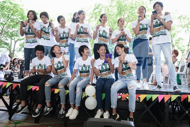 La Salle Lady Spikers feel the love from fans in well-attended meet-and-greet event