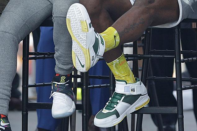 LeBron James celebrates Cleveland championship parade wearing rare Nike LeBron 2 'Oregon'