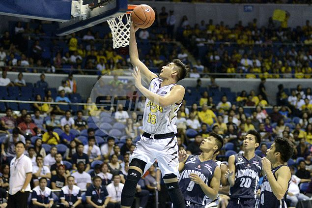 UST leans on veterans to hack out scrambling win against a hard-fighting Adamson side
